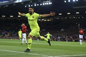 Hosťujúci Luis Suárez sa raduje po úvodnom góle.