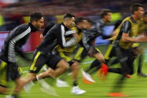 Hosťujúci Cristiano Ronaldo počas rozcvičky.