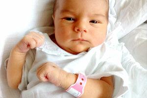 ALŽBETKA Molnárová sa narodila 6. apríla o 23:25 hod. Po narodení vážila 2,8 kg a merala 49 cm. Na Alžbetku sa doma teší sestra Lenka a ocko Marek Molnár.