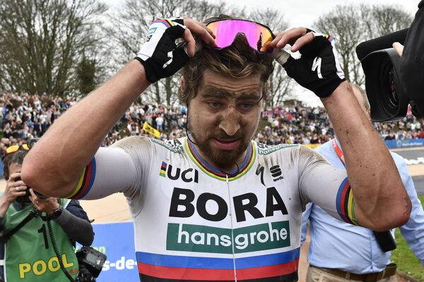 Peter Sagan vlani po triumfe na Paríž - Roubaix.