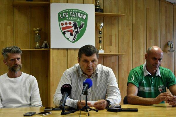 M. Remeta (v strede) vraví, že chuť pokračovať v prešovskom futbale dlhodobo nemá. Robí to zo zotrvačnosti a prísľubu.