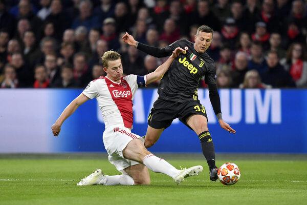 Matthijs de Ligt (vľavo) v drese Ajaxu Amsterdam.