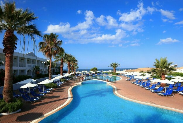 HotelLABRANDA Sandy Beach Resort 4*