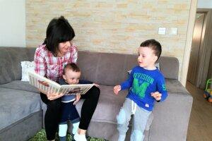 Veronika Kleinová učí láske k literatúre aj svoje deti.