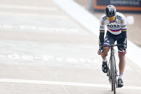 Peter Sagan bol v cieli Paríž - Roubaix poriadne zničený.