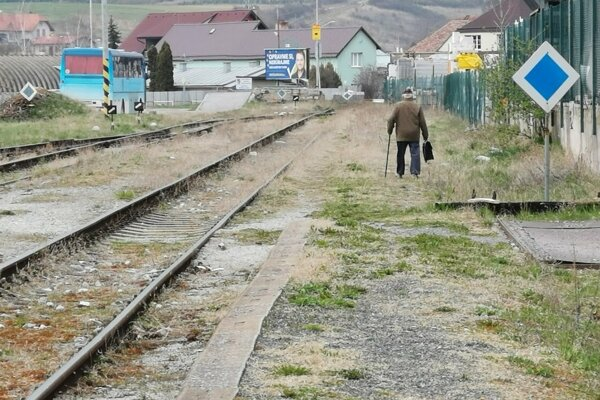 železničná trať v Levoči, osobnú dopravu tu zastavili pred 16 rokmi.