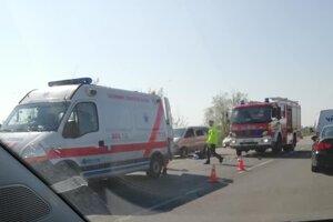 Nehoda sa stala v Pezinku smerom do Modry.