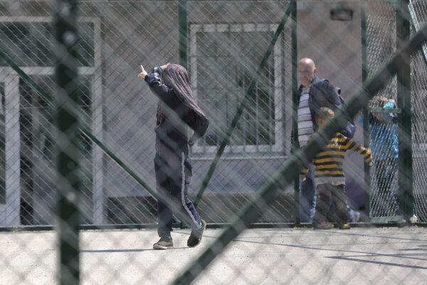 Po návrate do Kosovo, previezli ľudí do detenčného centra.