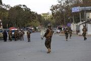 Bezpečnostné zložky po útoku na ministerstvo telekomunikácii v Kábule.