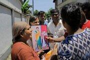 Rodiny obetí  útokov na Srí Lanke dostanú odškodné.