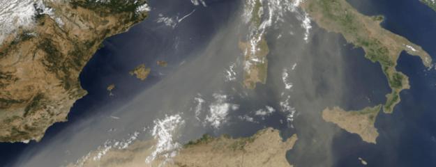 Saharský piesok na Stredozemným morom.