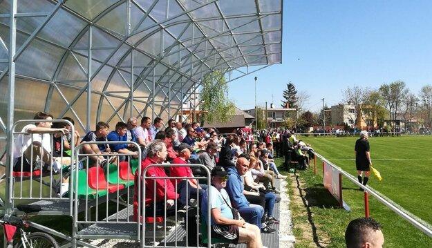 Férové vrábeľské derby medzi Horným Ohajom a Klasovom videlo 450 divákov.