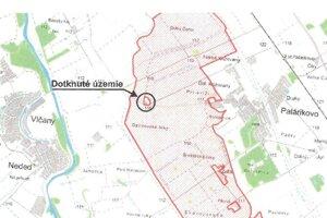 Umiestnenie farmy v Chránenom vtáčom území Dolné Považie (červené šrafovanie).