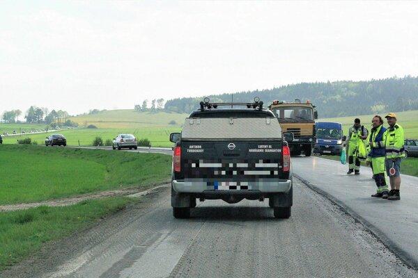 Cestu medzi Benicami a Ležiachovom už obsadili stavbári.