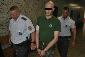 Stanislav na krajskom súde. Odchádzal spokojný.
