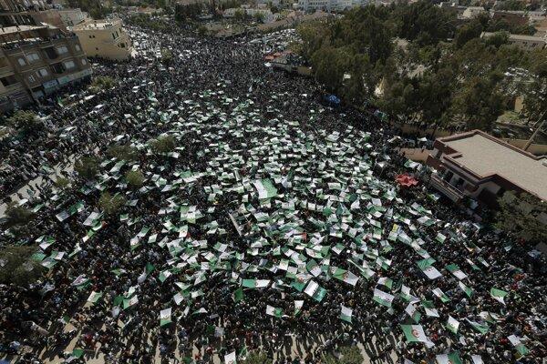 Ľudia chcú protestmi vyvinúť nátlak na vedenie krajiny.