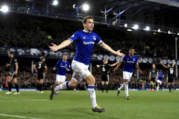 Futbalista Evertonu Seamus Coleman sa teší po strelení gólu v zápase 37. kola anglickej Premier League Everton - Burnley v Liverpoole 3. mája 2019.