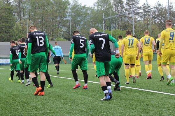 Futbalisti Stráňav zdolali Makov najtesnejším rozdielom, duel sa odohral v Strážove.