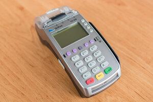 Platobný terminál Verifone VX 520, ktorý je na Slovensku najrozšírenejší. Spoločnosť A3 Soft ho predáva ako FiskalPRO VX 520, integruje eKasa pokladnicu s platobným terminálom a fiškálnou tlačiarňou pre väčšinu dostupných účtovných programov.