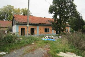 Na mieste, kde bude stáť obchodné centrum boli v minulosti rodinné domy. Tie zbúrali.