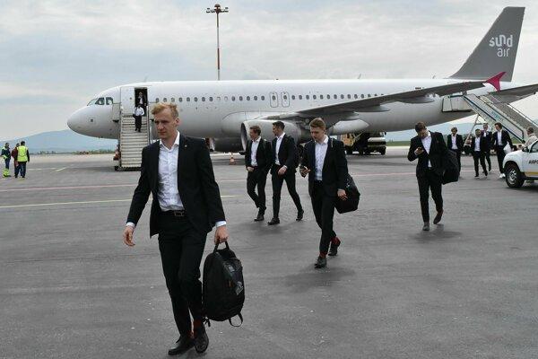 Do Košíc už prileteli aj nemeckí a americkí hokejisti.