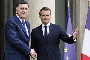 Macron sa stretol s Fájizom Sarrádžom, premiérom líbyjskej vlády národného porozumenia.