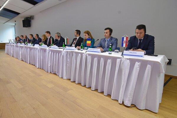Ministri rokovali v Starej Lesnej.