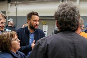 Primátor Matúš Vallo sľúbil zamestnancom Dopravného podniku zvýšenie platov na rokovaní 7. mája.