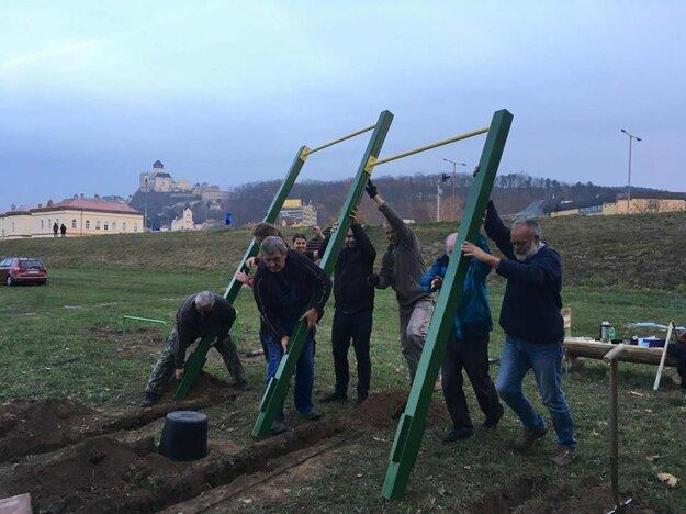 Zátoka pre radosť, stavba miniworkoutového ihriska - Neformálna skupina aktívnych občanov Ľudia zo zátoky