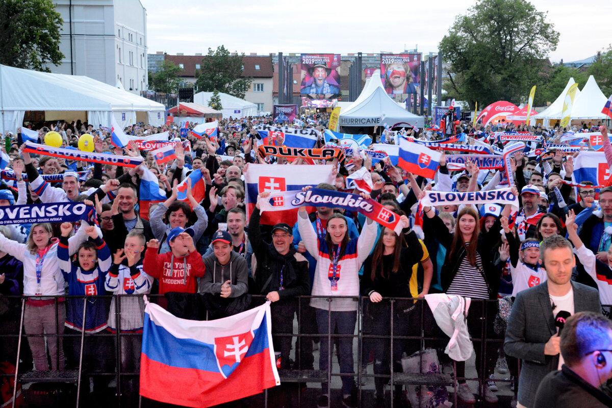 Oficiálnu fanzónu v Košiciach zavreli pre silný vietor