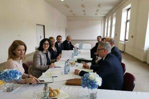 Ministerky Saková a Lubyová v Gelnici so starostami riešili aj problém ZŠ v Kluknave.
