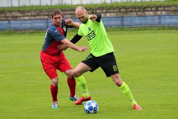 Tomáš Chovanec (vpravo) strelil proti Diviakom hetrik.