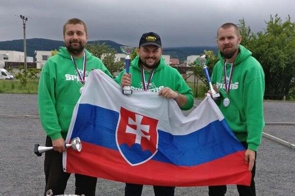 Víťazi MSR v petangu zľava Martin Pitoňák, Marek Sobolič a Radovan Bakyta.