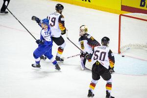 Libor Hudáček po strelenom góle v zápase Nemecko - Slovensko na MS v hokeji 2019.