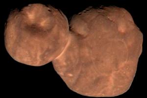 Najvzdialenejší objekt, okolo ktorého obletela ľuďmi vyrobená sonda, museli premenovať. Miesto Ultima Thule sa volá Arrokoth.