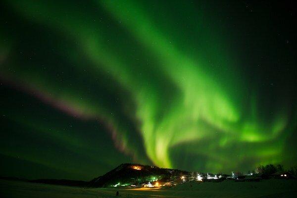 Slnečné erupcie môžu aj za silné geomagnetické búrky, ktoré sa prejavujú výraznejšou polárnou žiarou.
