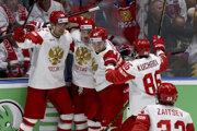 Momentka zo zápasu Švajčiarsko - Rusko na MS v hokeji 2019, radosť ruských hráčov.