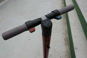 Elektrická brzda, displej a akcelerátor kolobežky Seat KickScooter.