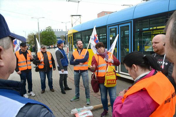 Predchádzajúci štrajk zamestnancov MHD v Košiciach trval dve hodiny.