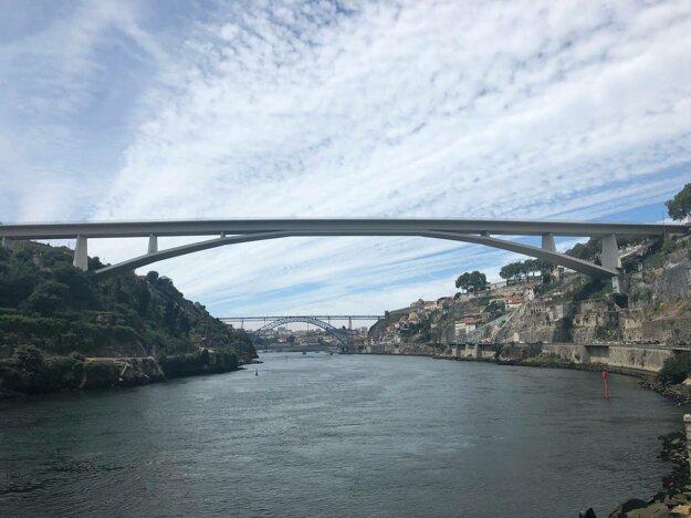 V Porte vedie cez rieku 6 mostov