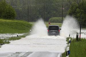 Silné dažde spôsobili záplavy.
