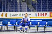 Andrej Sekera počas tímového fotenia na MS v hokeji 2019.