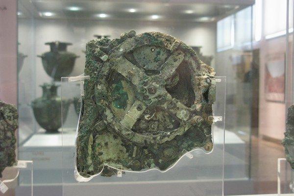 Pokročilý antikythersky mechanizmus nemohol v čase jeho vzniku podľa súčasných poznatkov ešte existovať.