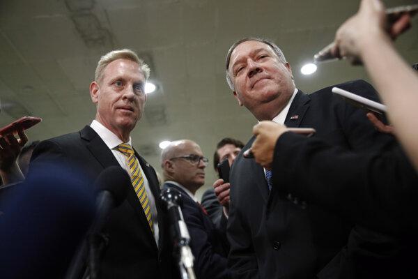 Americký minister obrany Patrick Shanahan, a minister zahraničia Mike Pompeo.