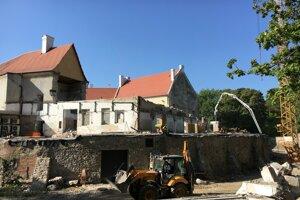 Zámok v Pezinku počas rekonštrukcie.