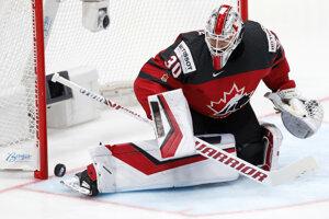 Kanadský brankár Matt Murray zasahuje.