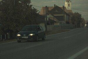 Policajti vodičovi okrem vodičského preukazu zadržali aj tabuľky s evidenčným číslom vozidla a osvedčenie o evidencii vozidla.