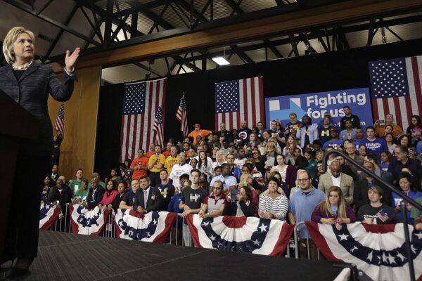 Hillary Clintonová môže oslavuje víťazstvo v primárkach v Mississippi.