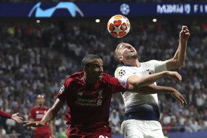 Joel Matip (vľavo) a Harry Kane vo finále Ligy majstrov 2018/2019 Liverpool - Tottenham.