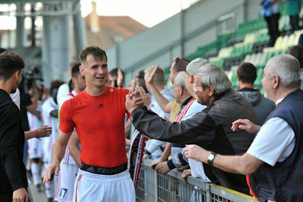 Peter Kleščík bol po záverečnom hvizde šťastný. Trenčín sa udržal medzi futbalovou elitou.